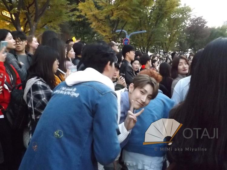 Busking in Hongdae mit Otaji: Lou von VAV