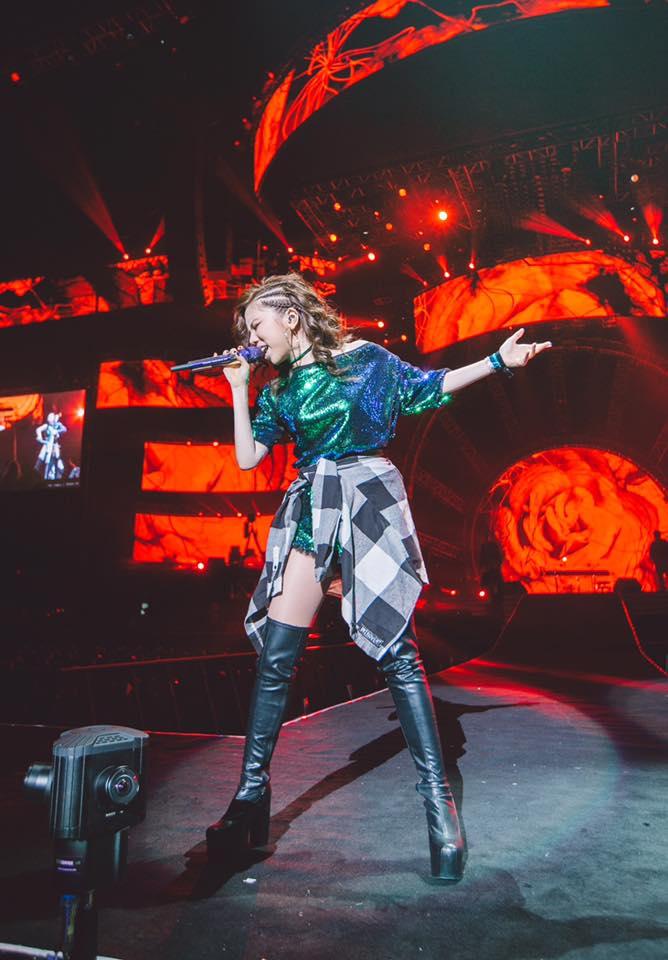 G.E.M. 鄧紫棋 (''What Have U Done'', ''A.I.N.Y.'', ''Fly Away'') wird oft als Taylor Swift bezeichnet. Lernt mehr über den chinesischen Superstar aus Hongkong und C-Pop kennen! >> OTAJI | #CTASTIC #GEM #鄧紫棋 #CPop #Cantopop #Mandopop #China #Pop #GNATION